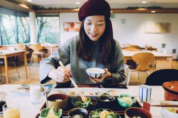 Mẹo thưởng thức bữa ăn kiểu Nhật đúng cách khi đi du lịch Nhật Bản