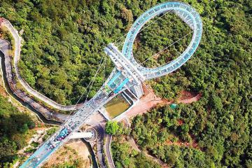 Choáng ngợp với cầu kính ở Trung Quốc cách mặt đất nửa cây số