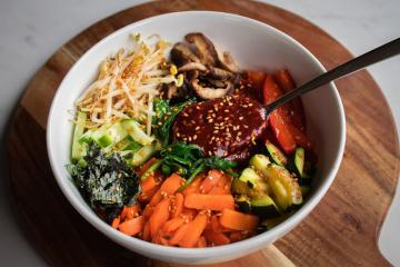 Cơm trộn Hàn Quốc - món ăn hoàn hảo từ màu sắc tới hương vị
