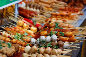 Những con đường ăn vặt ở Sài Gòn sẽ làm bạn ăn cạn ví