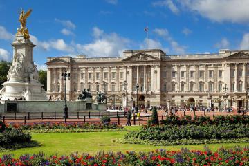 Cung điện Buckingham của Hoàng gia Anh xa hoa lộng lẫy như thế nào?