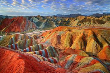 Dãy núi cầu vồng đẹp như cổ tích ở Peru