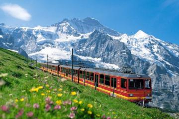 Du lịch Thụy Sĩ mùa đông với những chuyến tàu hỏa chạy qua dãy Alps