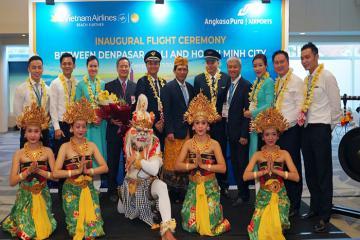 Vietnam Airlines khai trương đường bay mới TP HCM – Bali