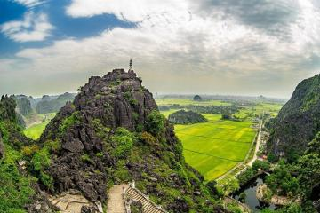 Vẻ đẹp thơ mộng của Hang Múa – Ninh Bình nhìn từ flycam