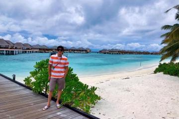 Danh hài Hoài Linh du hí tại thiên đường nghỉ dưỡng Maldives
