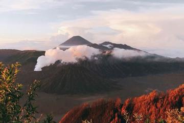 Du lịch Indonesia: Trekking núi lửa Bromo, thác Tumpak Sewu và núi lửa xanh Ijen