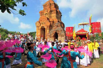Các lễ hội tháng 10 đặc sắc khắp ba miền đất Việt