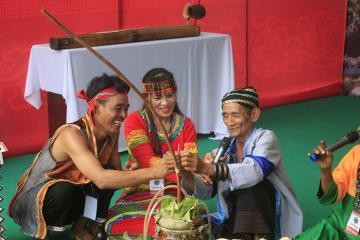 Lễ hội tháng 10: Kin Lẩu Khẩu Mẩu và nét đẹp văn hóa người Thái trắng
