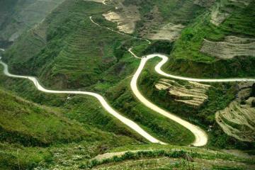 Cung đường Mã Pí Lèng đẹp hùng vĩ qua ống kính khách nước ngoài