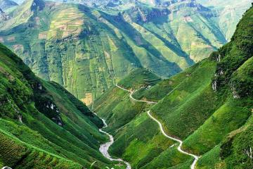 Vẻ đẹp thiên nhiên hoang sơ ở cung đường đèo Mã Pí Lèng