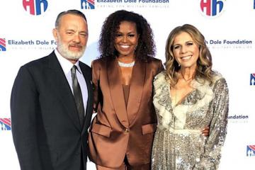 Sau loạt sao Hollywood, bà Michelle Obama diện đồ NTK Công Trí cực đẹp