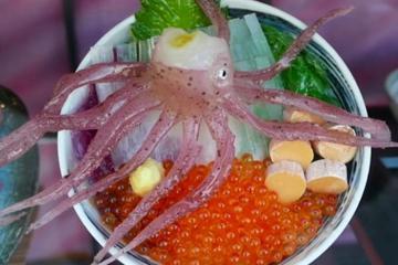Mực giãy dụa - món ẩm thực Nhật khiến du khách choáng váng khi thưởng thức