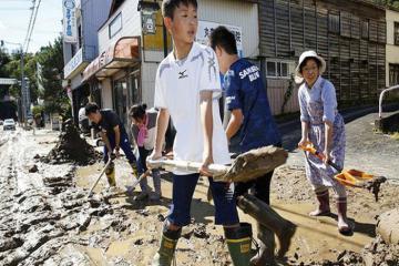 Người Nhật Bản âm thầm vực dậy sau thảm họa Hagibis khiến ai cũng phải ngả mũ