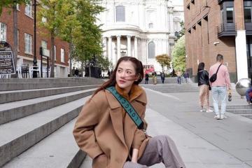 """Nữ chính """"Chiếc lá cuốn bay"""" Baifern rạng rỡ du lịch nước Anh"""