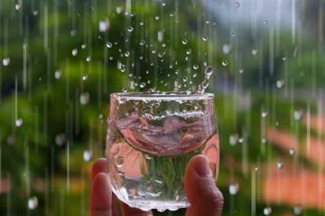 Có nên hứng nước mưa để sinh hoạt thay nước sông Đà nhiễm Styren?