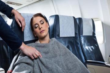 Mách bạn cách bảo vệ sức khoẻ khi đi máy bay