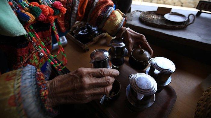 Uống cà phê Cực Bắc, ngắm hoa tam giác mạch