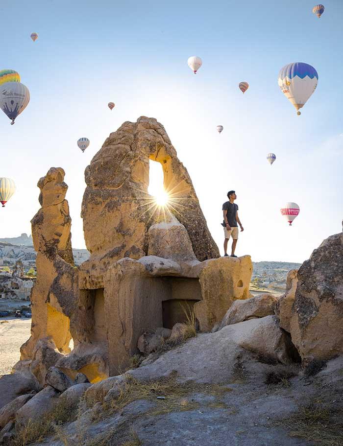 Ngắm bầu trời khinh khí cầu có một không hai ở Cappadocia khi du lịch Thổ Nhĩ Kỳ