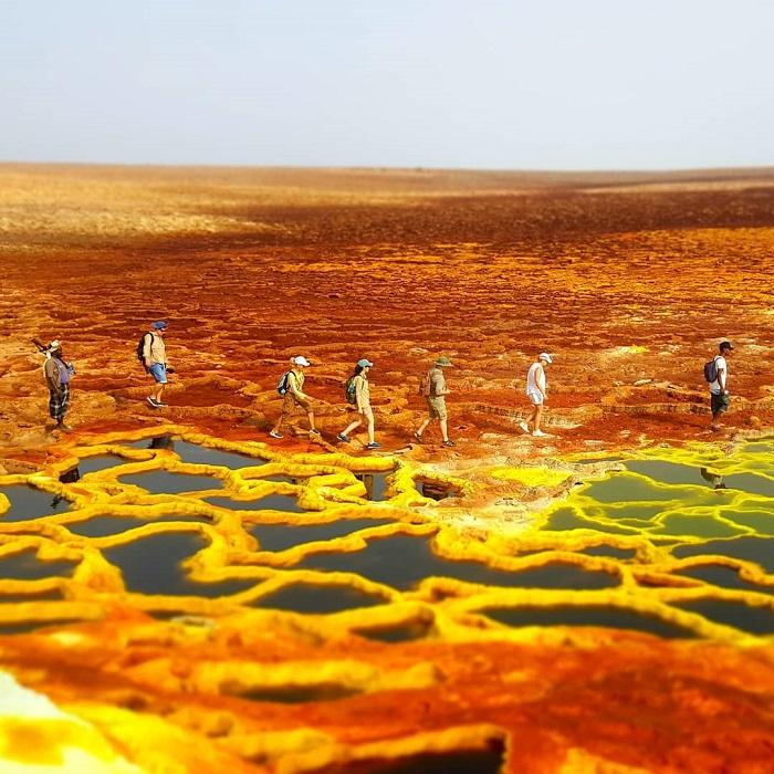 """Trái đất có nhiều điểm đến được coi là """"địa ngục"""" nhưng cũng đồng thời là tuyệt sắc cảnh. Ảnh: @ethiodanakil_tours"""