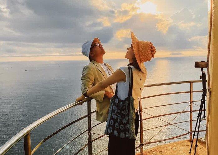 Đón tia nắng đầu tiên trong ngày tại hải đăng Đại Lãnh tọa lạc nơi cực Đông Tổ quốc