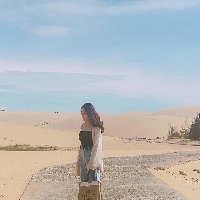con đường đi bộ trên cát