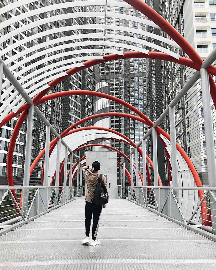 The luxurious bridge in the heart of Saigon.