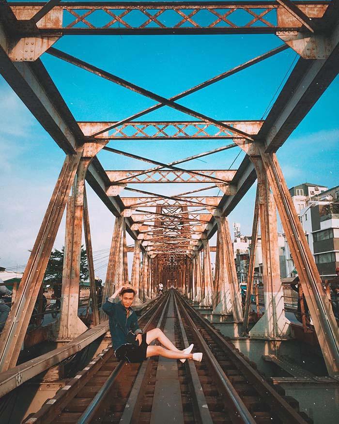 The old beauty of Long Bien bridge