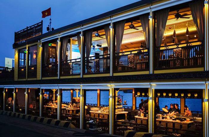 du thuyền trên sông Sài Gòn