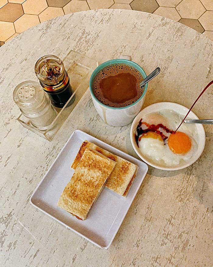 Món Kaya Toast with eggs truyền thống của quốc đảo Sư Tử