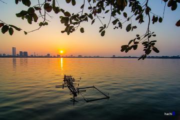 Hồ Tây đẹp mơ màng vào một chiều cuối tuần đầy nắng