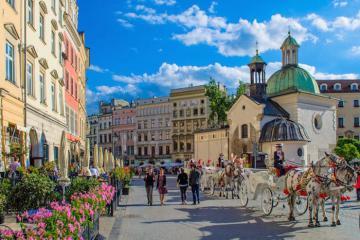 Du ngoạn 8 thành phố cổ kính để một lần đắm chìm trong vẻ đẹp bình yên của Ba Lan
