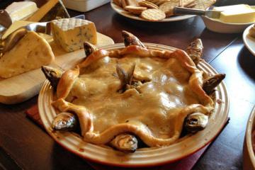 Món bánh đầu cá 'nhấp nhô' lạ lùng ở Anh, ẩn sau đó là ý nghĩa đặc biệt