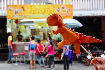 Món bánh rán hình khủng long siêu đáng yêu ở Chiang Mai, Thái Lan