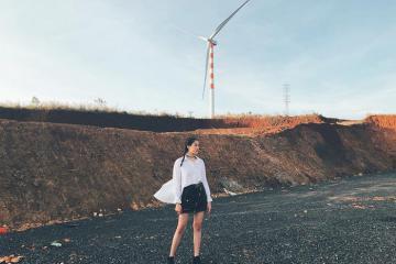 Góc sống ảo triệu like ở cánh đồng quạt gió Đắk Lắk đẹp tựa trời Tây