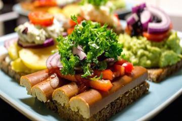 Smorrebord, món 'Sandwich mở' trứ danh của Đan Mạch