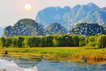Về Ninh Bình, ghé thăm 'vùng đất huyền thoại' đầm Vân Long