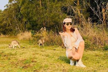 Mai Thu Huyền nhí nhảnh check-in cùng Kangaroo khi du lịch Australia