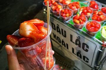 Khám phá 5 món ăn vặt hút hồn giới trẻ ở chợ đêm Đà Lạt