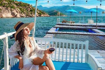 'Chill' hết mình ở quán bar nổi trên biển ở Cam Ranh