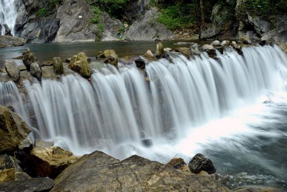 Ghé thăm Thác Trắng Minh Long - Thiên đường bị lãng quên ở Quảng Ngãi