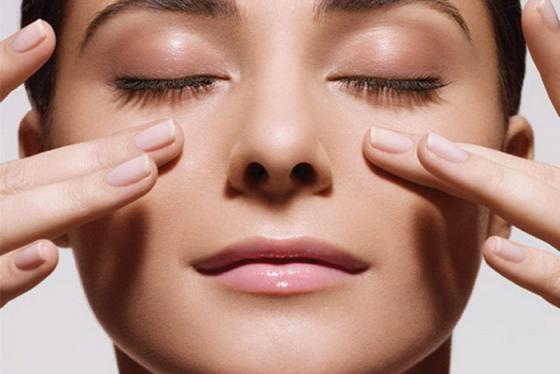 6 cách bảo vệ đôi mắt không bị khô trong mùa lạnh cực hay, cực đơn giản