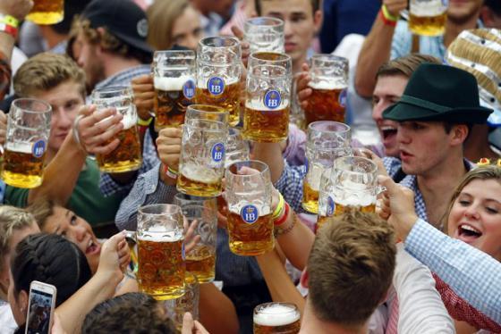Văn hóa uống bia đức và những điều thú vị có thể bạn chưa biết