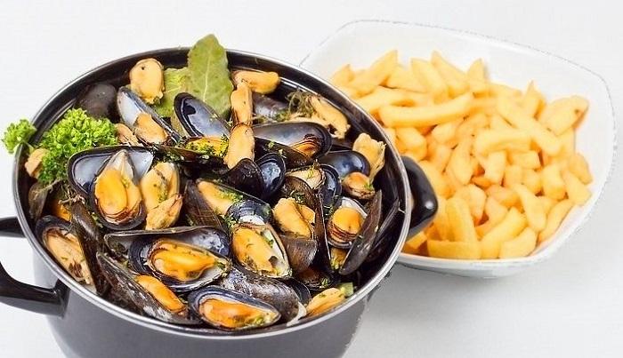 Moules frites là một món ăn truyền thống Bỉ
