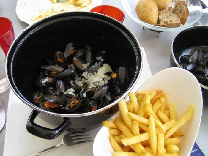 Moules frites là một trong những món ăn truyền thống Bỉ ngon nhức nách