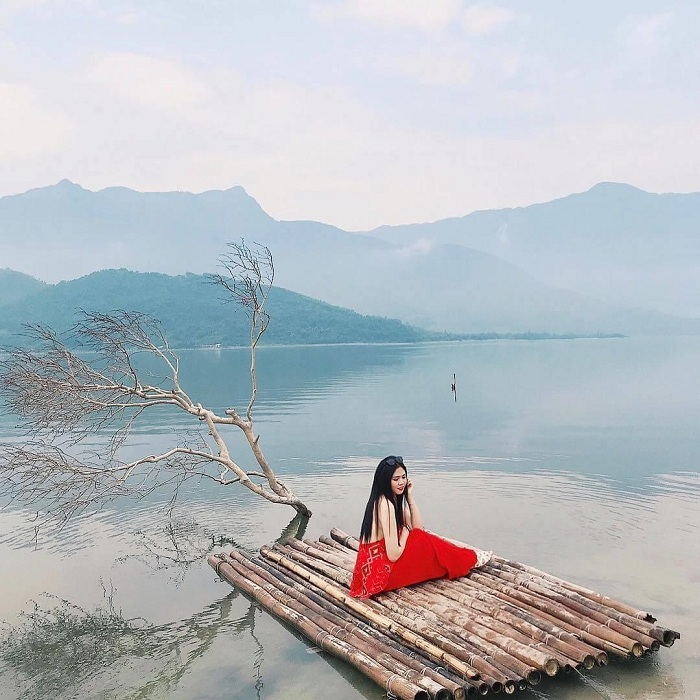 "Spoiled ""virtual life"" in Lap An lagoon with beautiful natural scenery.  Photo: onedanang"