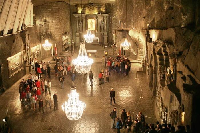 Ngỡ ngàng trước vẻ đẹp diễm lệ của 'cung điện' muối tại Ba Lan