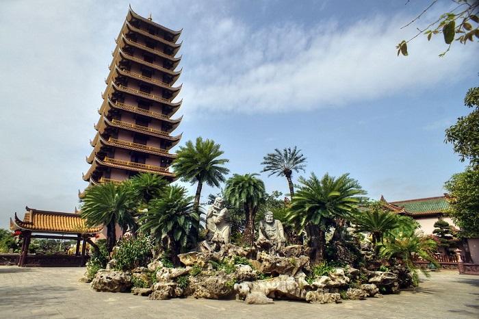 Khám phá chùa Thiên Hưng, Bình Định - 'Phượng hoàng cổ trấn' phiên ...