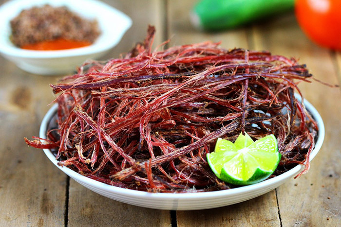 Thịt trâu gác bếp – món ăn mùa đông của Sapa.