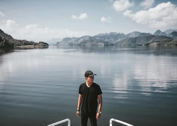 Ngắm nhìn khung cảnh thơ mộng giữa lòng hồ